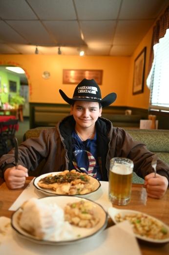 """""""So viel leckeres Essen hier!!!"""" —Der texanische Riese"""